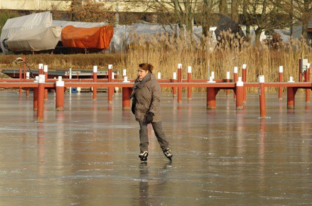 Sonntags vor dem SC Gothia - Wintervergnügen auf dem Eis - Photo © SailingAnarchy.de 2017