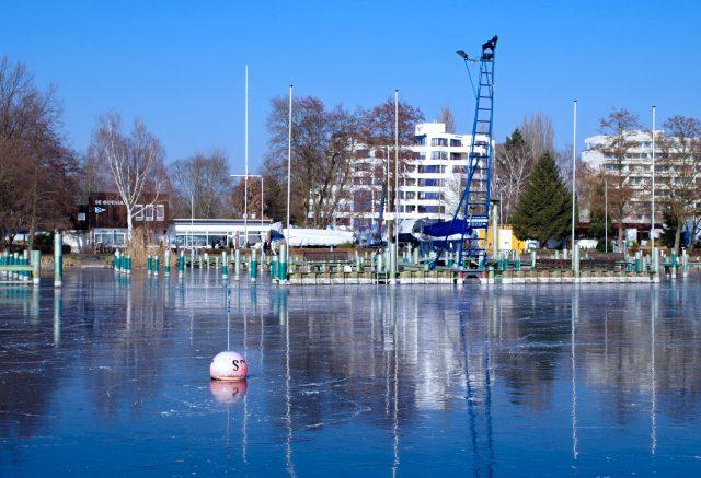 Spiegeleis auf der Scharfen Lanke vor dem SC Gothia - Photo © SailingAnarchy.de